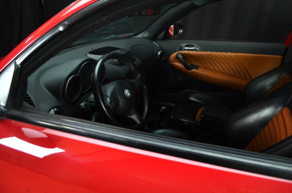 Alfa-Romeo-147-3.2-GTA-Rossa-ClassicheAuto-13