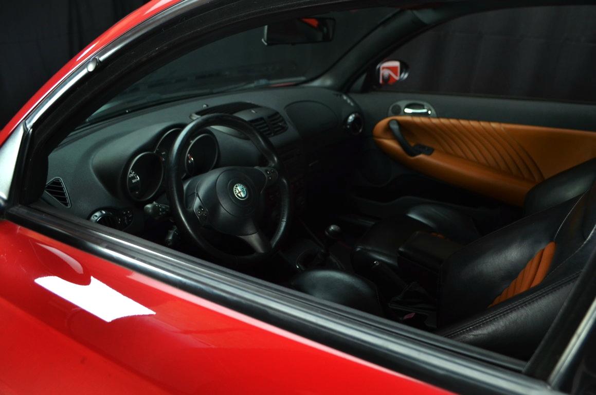 Alfa-Romeo-147-3.2-GTA-Rossa-ClassicheAuto-3