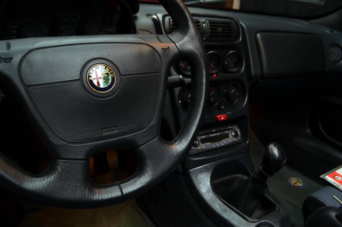 Alfa Romeo Spider 916 bordeaux - ClassicheAuto 13