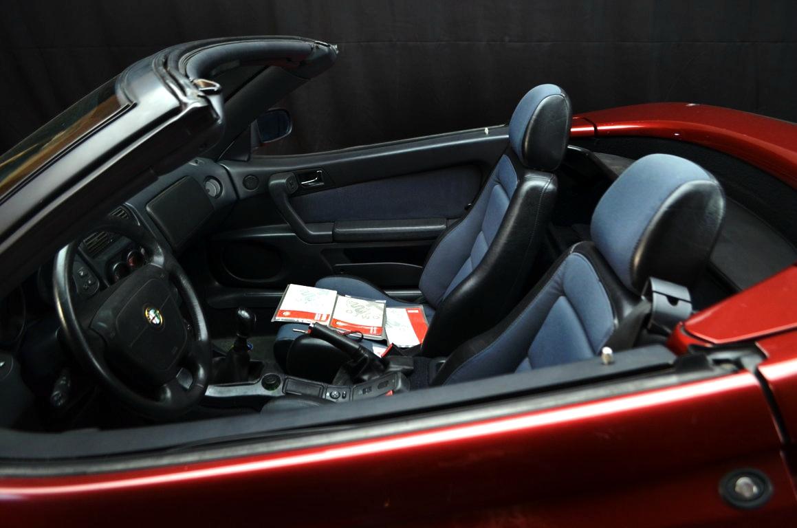 Alfa Romeo Spider 916 bordeaux - ClassicheAuto 3