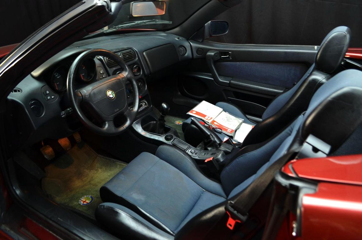 Alfa Romeo Spider 916 bordeaux - ClassicheAuto 4