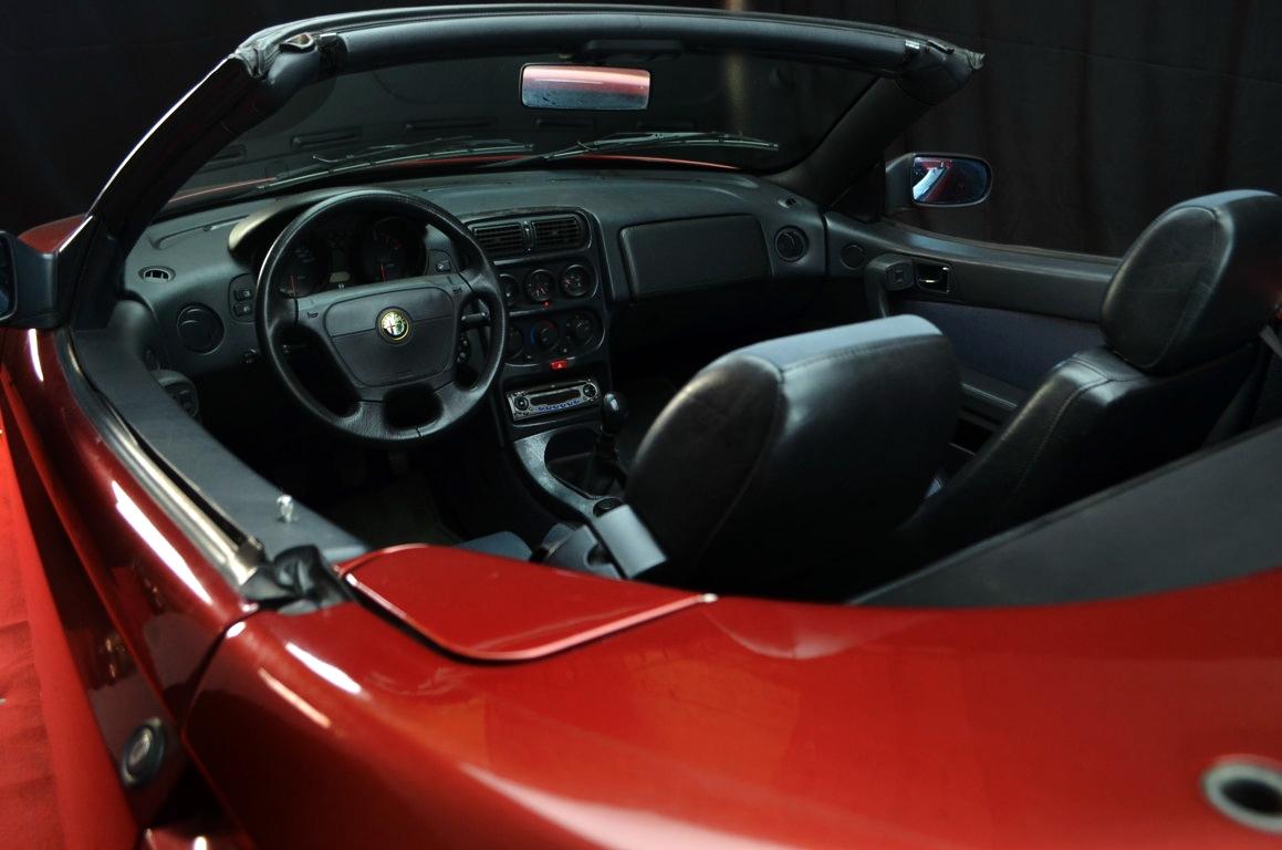 Alfa Romeo Spider 916 bordeaux - ClassicheAuto 7