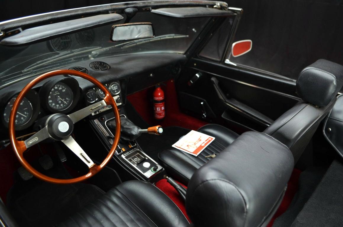 Alfa-Romeo-Spider-II-serie-nera-ClassicheAuto-10
