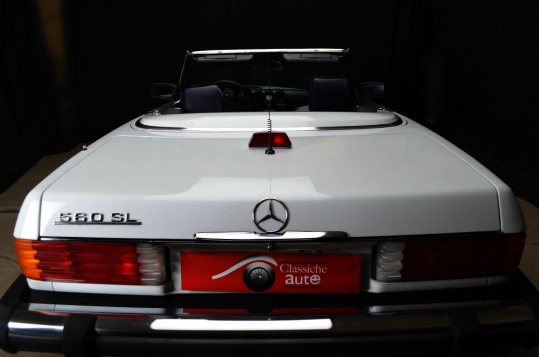 Mercedes 560 SL bianco - ClassicheAuto 11