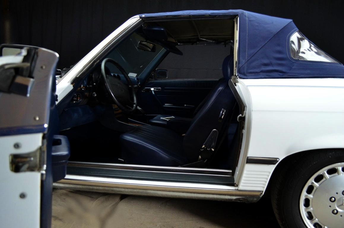 Mercedes 560 SL bianco - ClassicheAuto 14