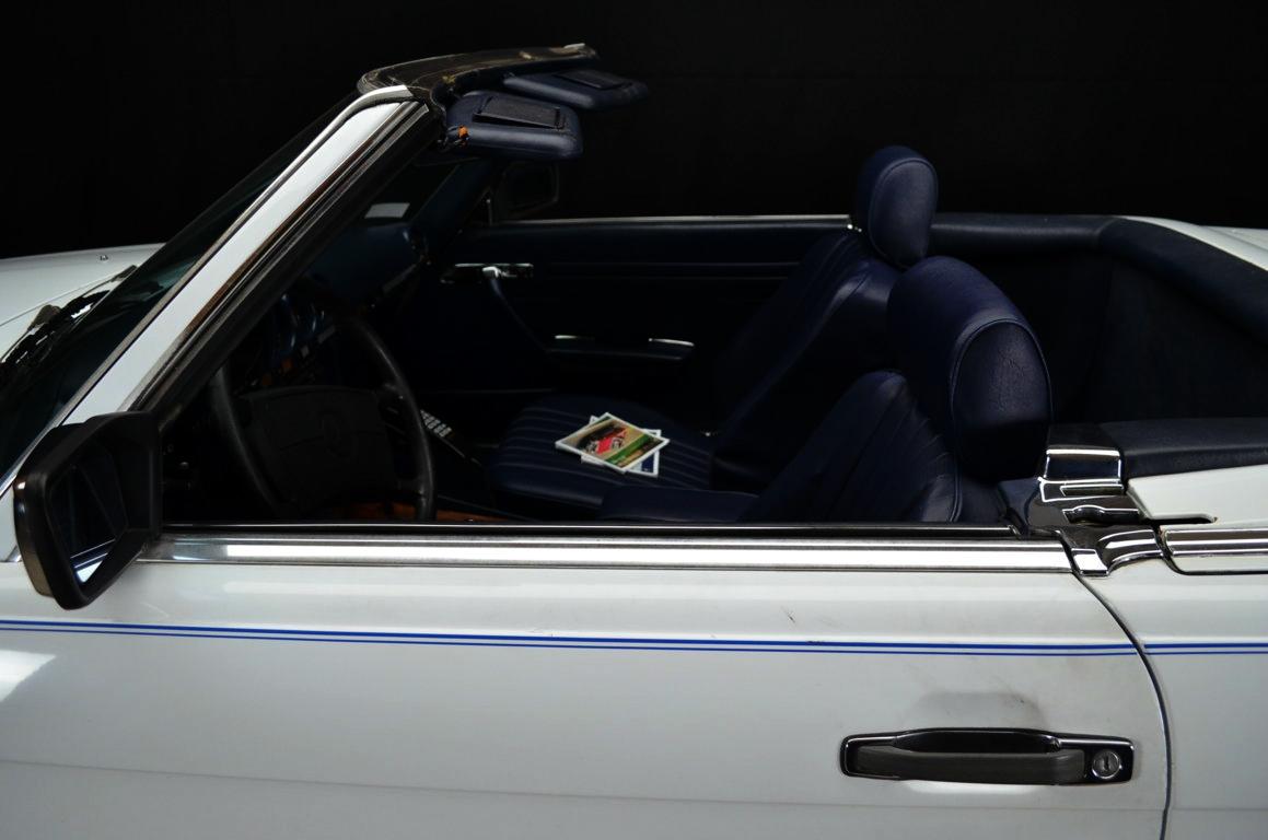 Mercedes 560 SL bianco - ClassicheAuto 3