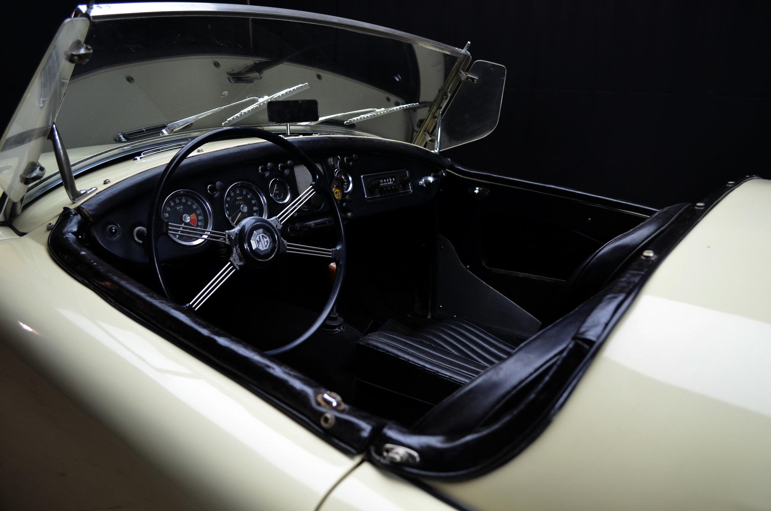 MG A Roadster, anno 1957 - ClassicheAuto 3